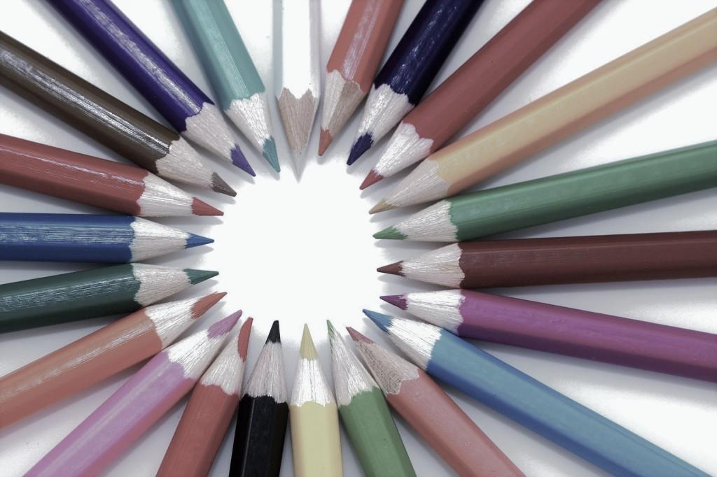 Des crayons de couleur en cercle